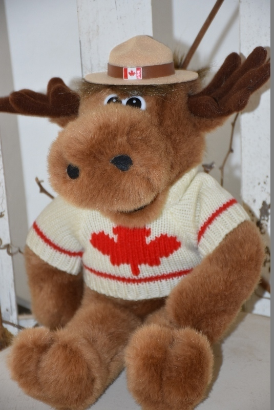 Stuffed Animal House, Elch, Mounty Hut, Kanada Pullover